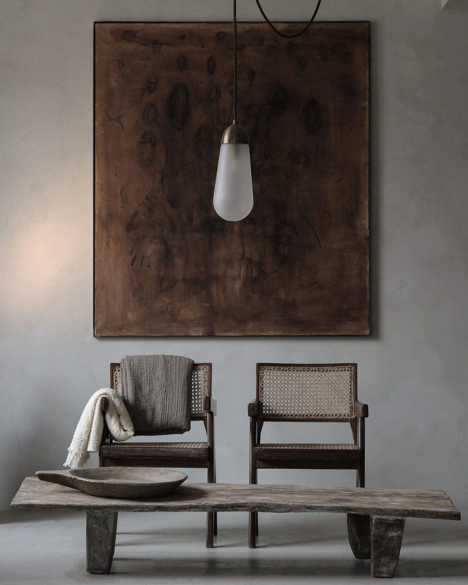 Каменный стол. Интерьер ваби саби