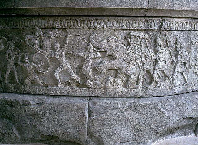 барельеф войны греции