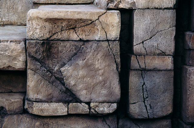 Имитация состаренного камня