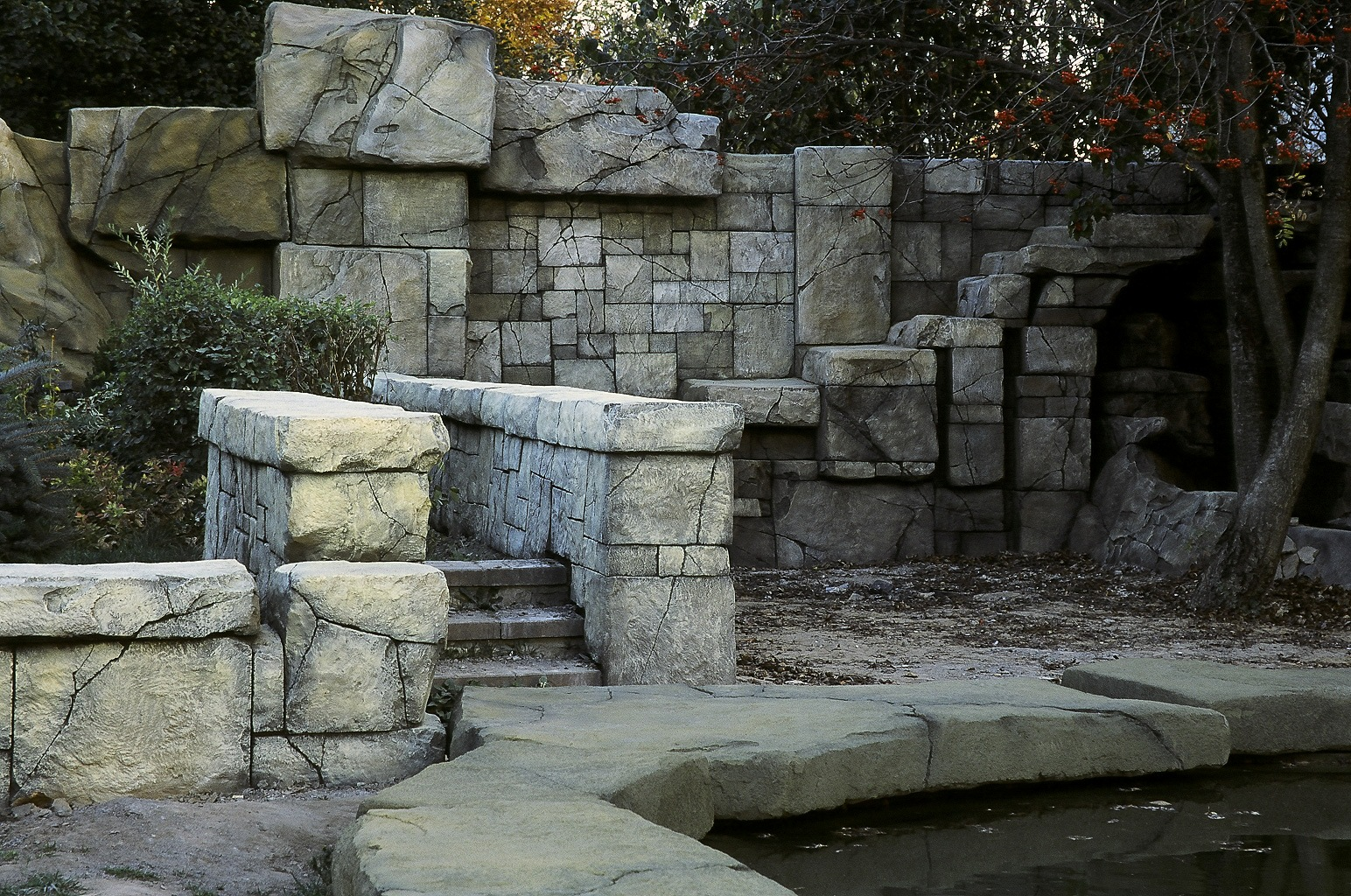 Каменная ограда в ландшафте