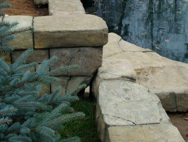 Укрепление берега пруда плитами