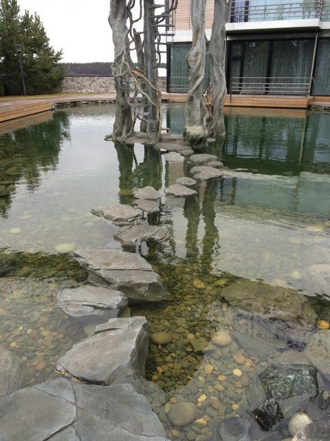 дорожка шаги монаха на пруду из архитектурного бетона