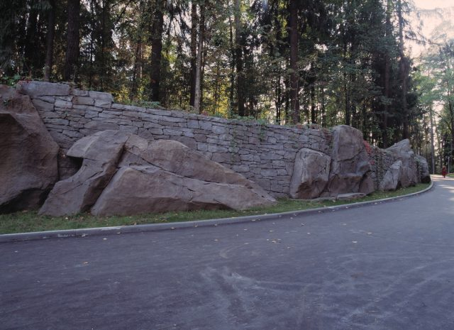 Декоративная подпорная стенка в ландшафтном дизайне