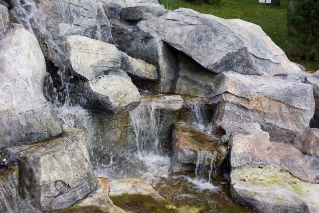 Водопад на садовом участке