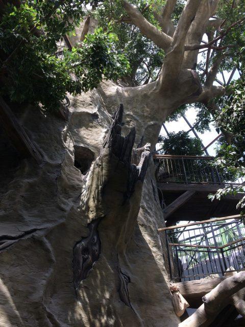 Искусственный камень под дерево