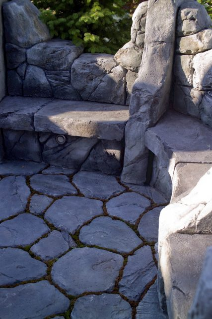 Скамейки из дикого камня
