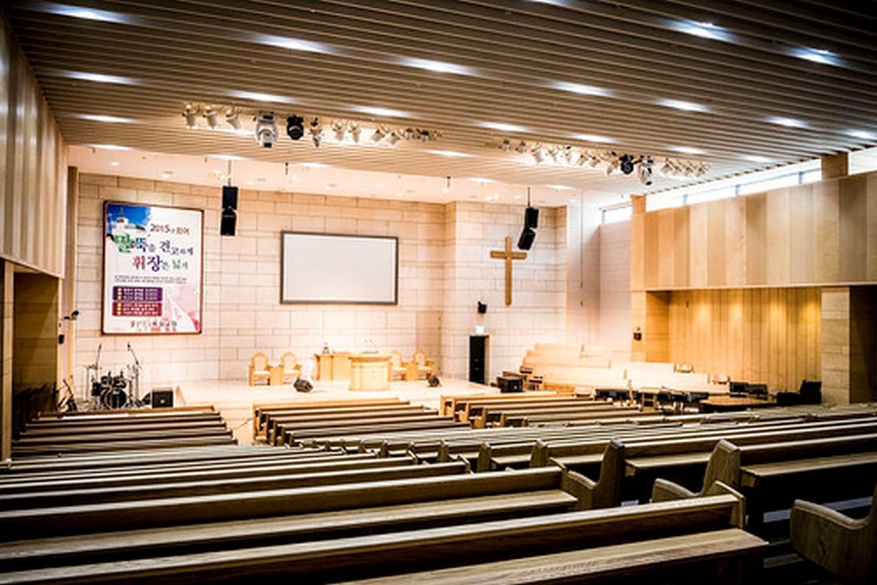 T/A Бетонная церковь. Молельный зал