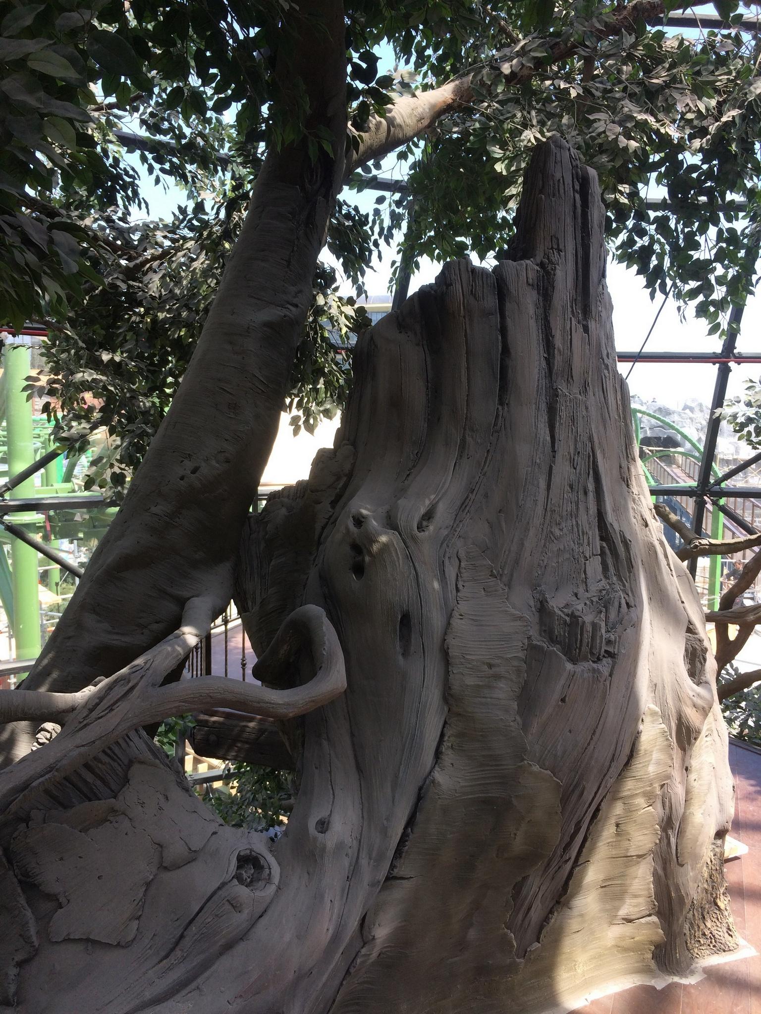 самое большое дерево из художественного бетона