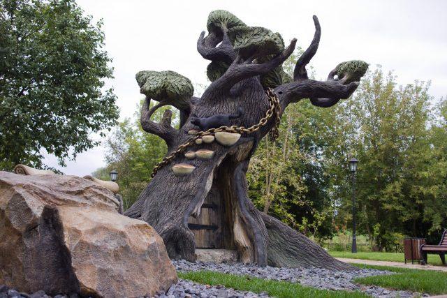 Парковая скульптура дерева