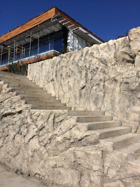 Лестница из искусственного бетона