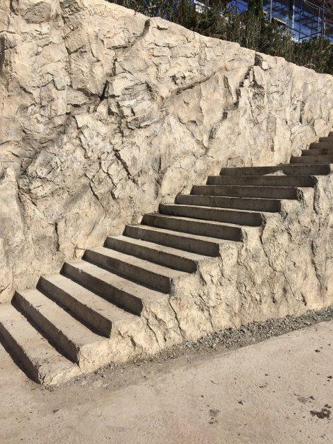 Каменная лестница в ландшафте