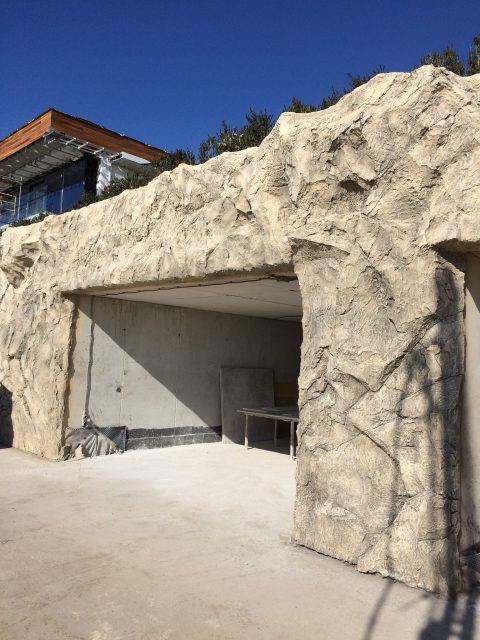 Искусственная пещера из бетона