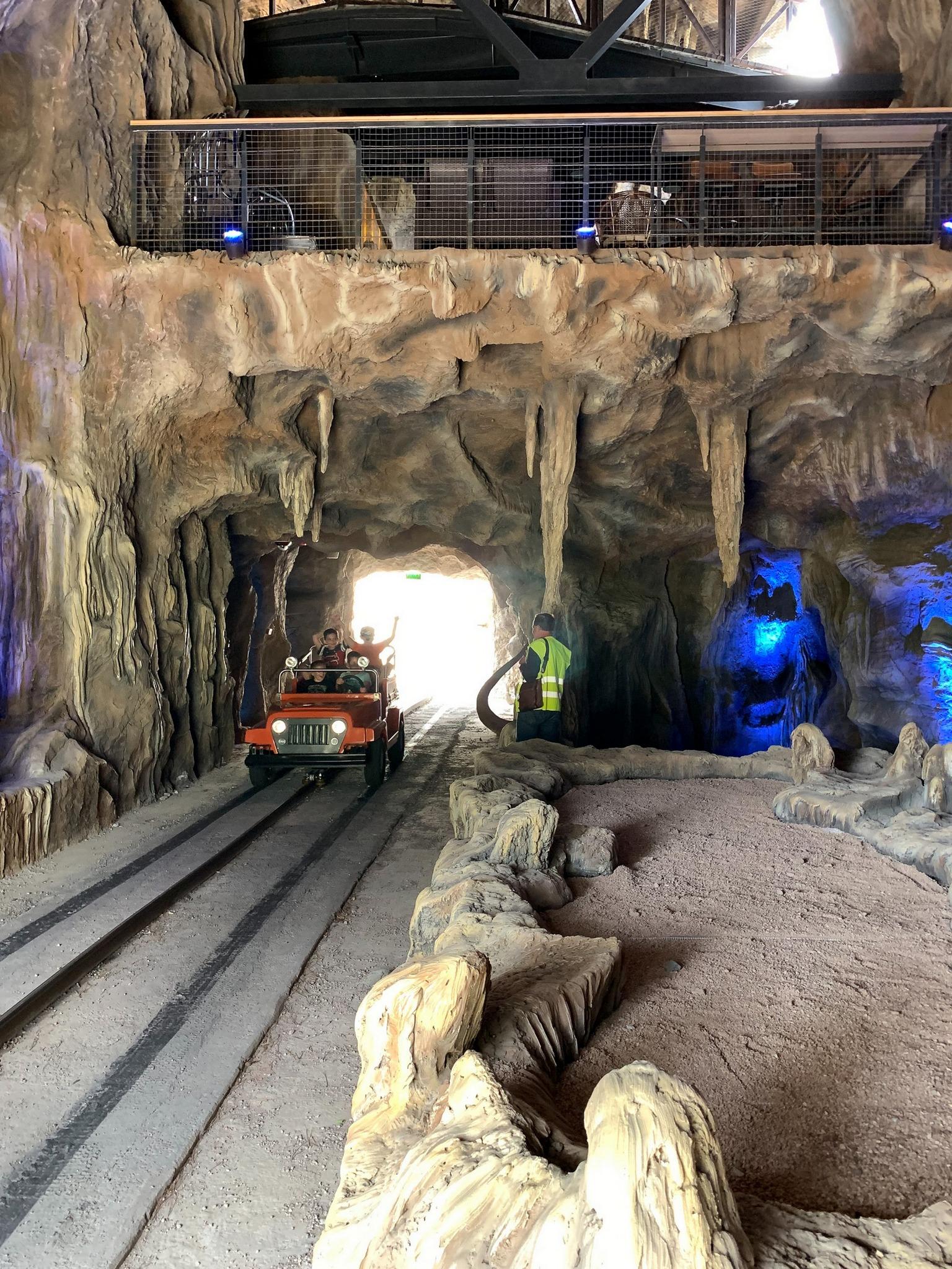 Оформление искусственных пещер со сталактитами