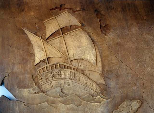 Каменное панно в морской тематике
