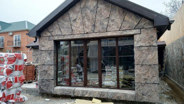 Каменный фасад дома