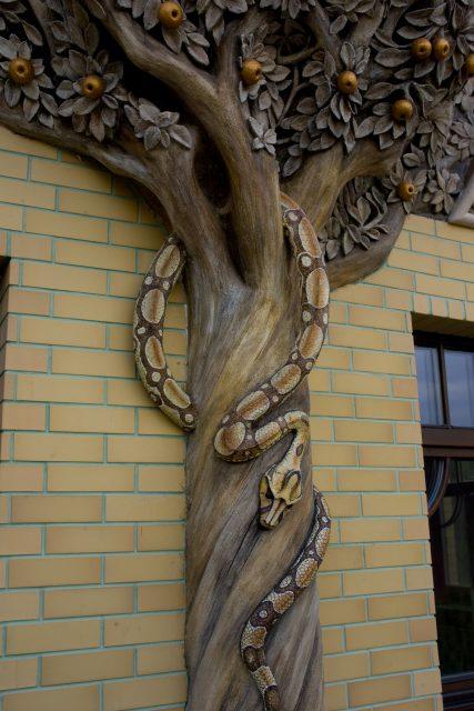 Каменная художественная опора для балкона