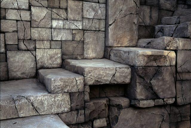 Кладка искусственного камня
