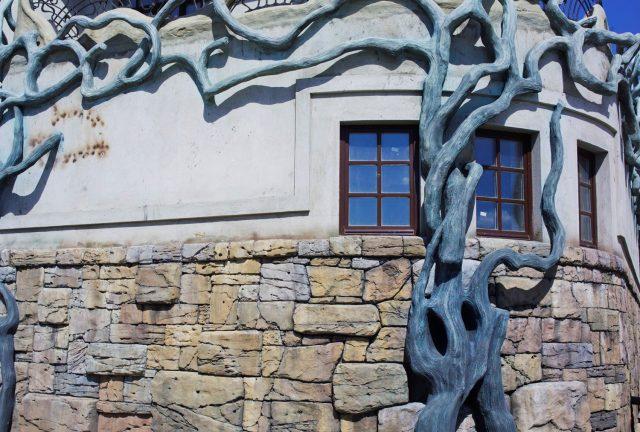 Скульптура на фасадах зданий