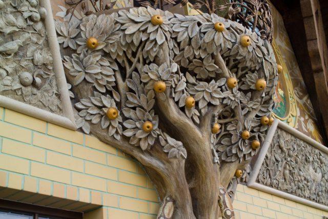 Отделка декоративным камнем фасада дома