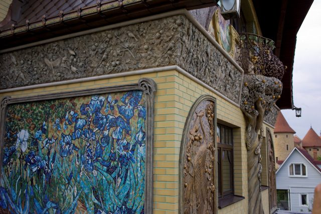 Фасады загородных домов фото