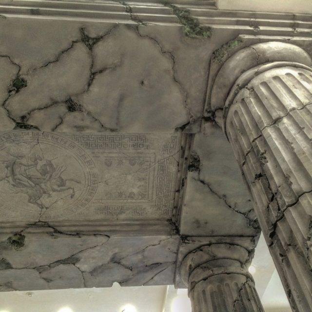 Потолок в античном стиле