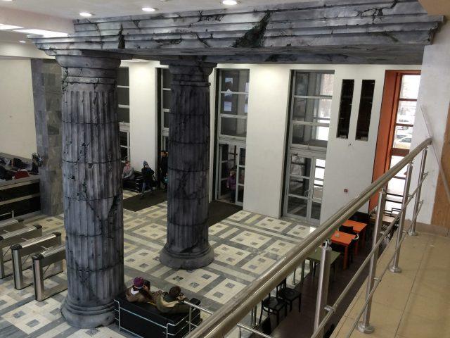 Отделка колонны в интерьере