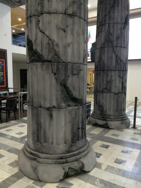 Современные колонны в интерьере
