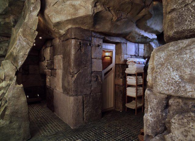 Фото отделки интерьера камнем