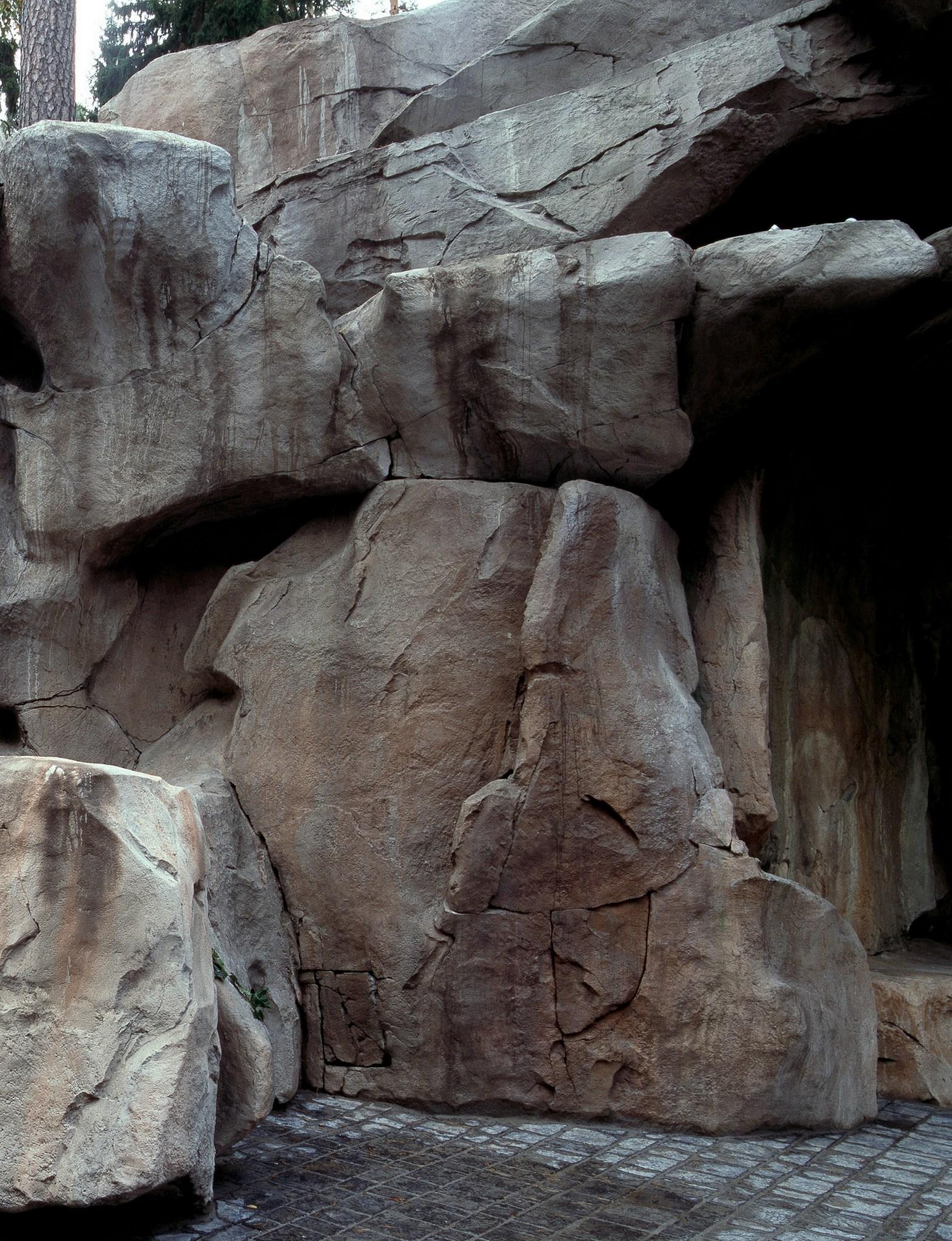 Грот из искусственного камня