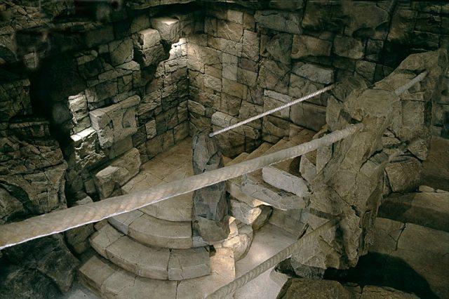Каменные блоки в оформлении дайвинг-центра