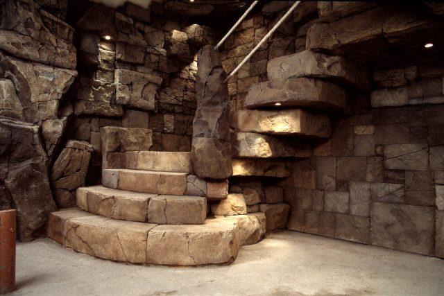 Лестница из искусственных камней