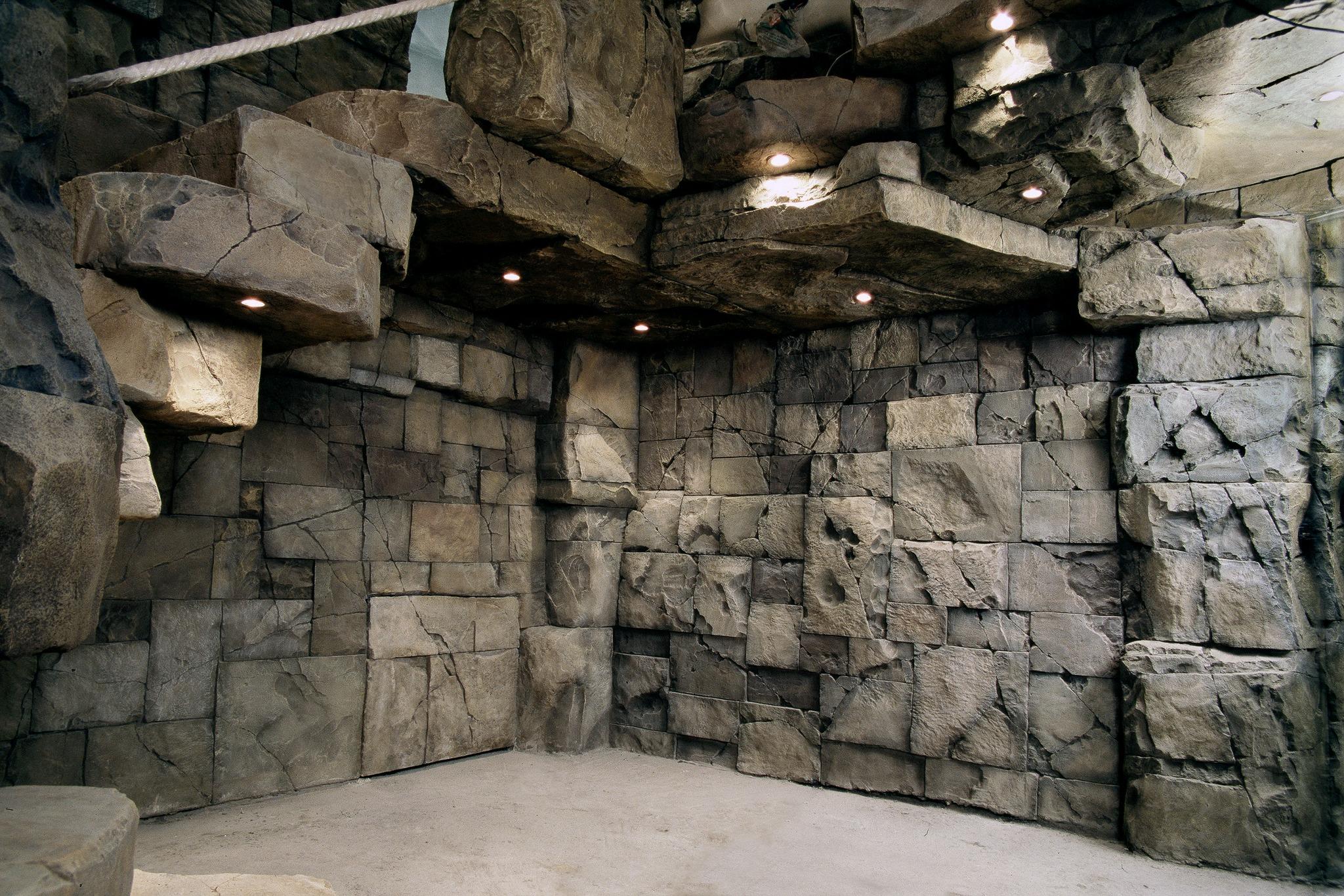 Стены под скалу в интерьере
