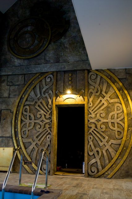 Дверной проем в стимпанк стилистике
