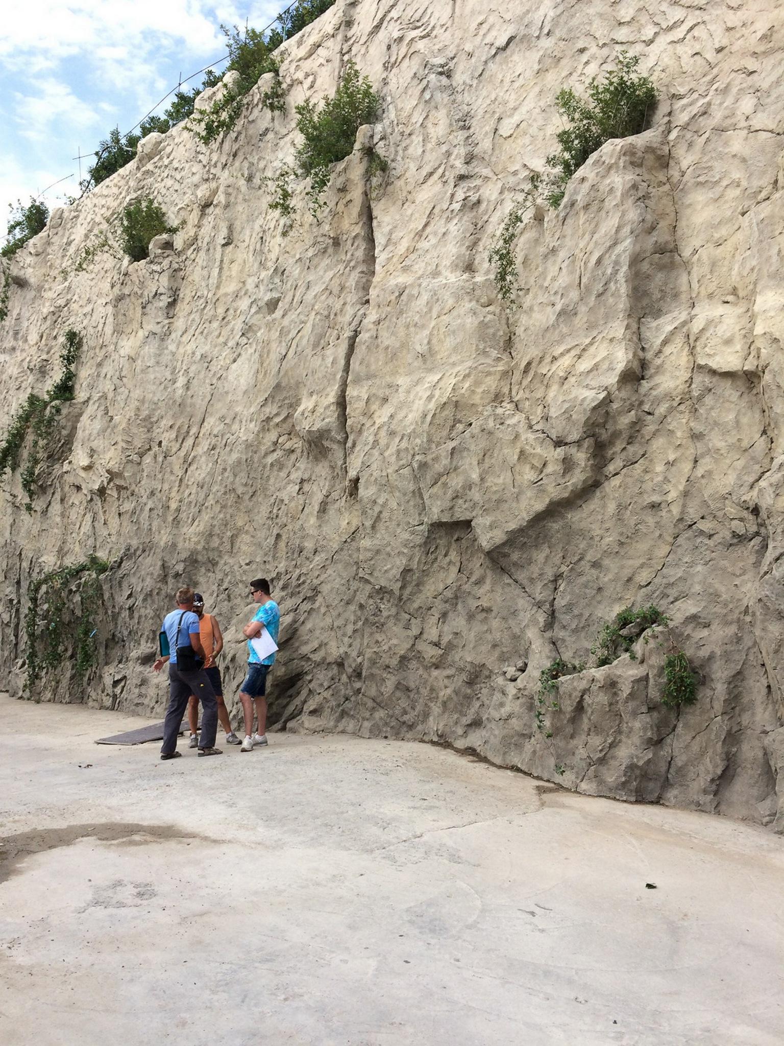 Скала из архитектурного бетона