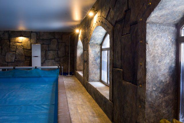 Отделка бассейнов декоративным камнем