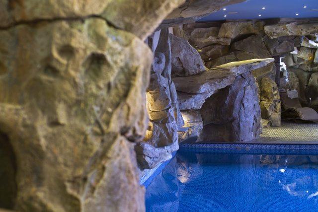 Бассейн в помещении частного дома