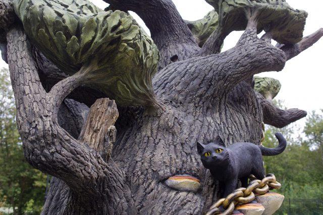 Скульптура дерево сказок